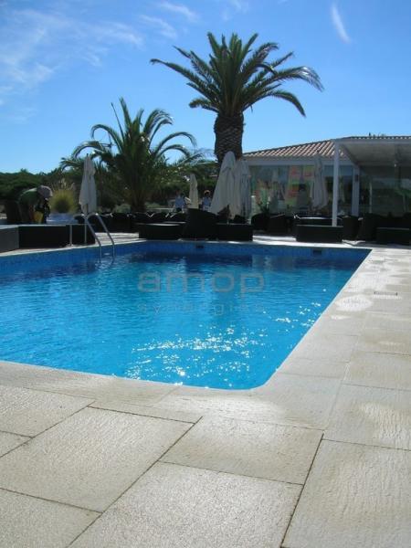 Amop mono k revestimentos exteriores pavimentos for Bar piscina lago jardin 1